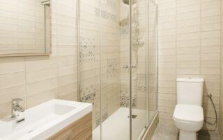 Reforma completa de cuarto de baño - Mampara y Plato de ducha, Azulejos, suelo, iluminación, grifería, muebles, sanitarios