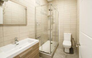 Reforma integral del baño - Mueble de baño, grifería, mampara y plato de ducha