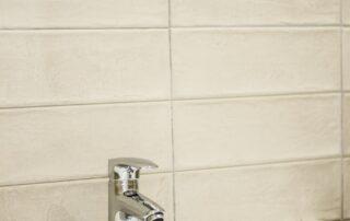 Detalle Mueble de baño, grifo, espejo