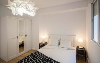 Acabados de la habitación reformada en vivienda piso de valencia por construtech