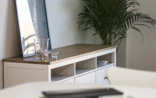 Acabados en madera tonos claros - Piso reformado por Construtech en Valencia